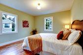 Elegent bedroom with refreshing white bedding — Stock Photo