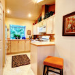 Bright warm tones kitchen — Foto de stock #40323457