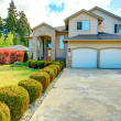 Beautiful curb appeal. Exterior design idea — Stock Photo #40715505
