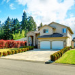 Beautiful curb appeal. Exterior design idea — Stock Photo