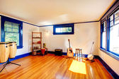 Ivory and blue rehearsal room — Stock Photo