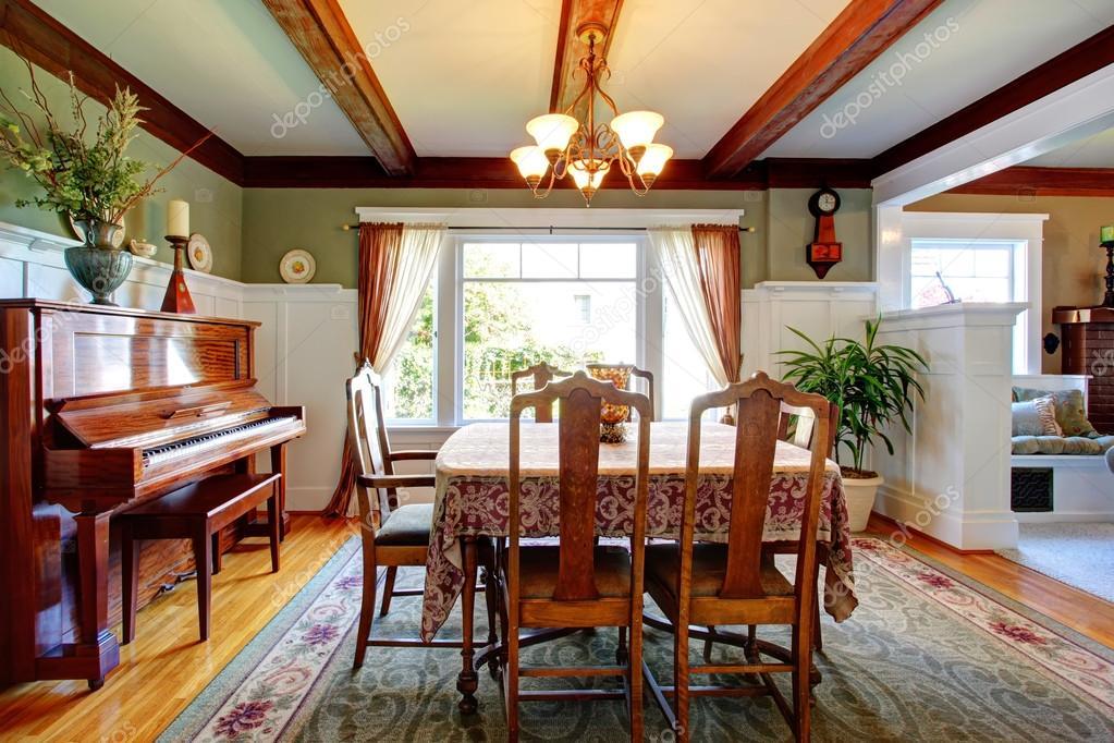 Aprire la parete design sala da pranzo con pianoforte ? foto stock ...