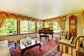 Elegant old fashioned living room — Stock Photo