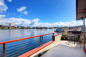 Widok strajk pokładu łodzi domu. jezioro waszyngtona — Zdjęcie stockowe