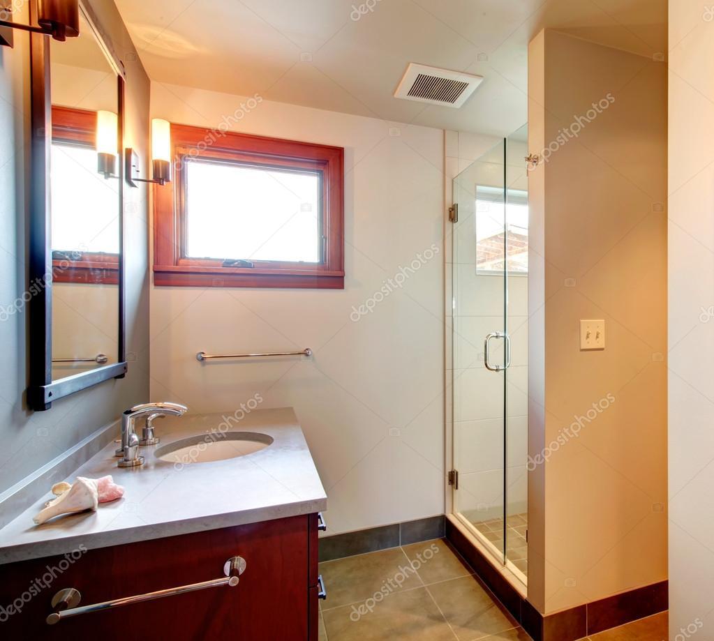 Badrum med dusch dörr glas — stockfotografi © iriana88w #41056427