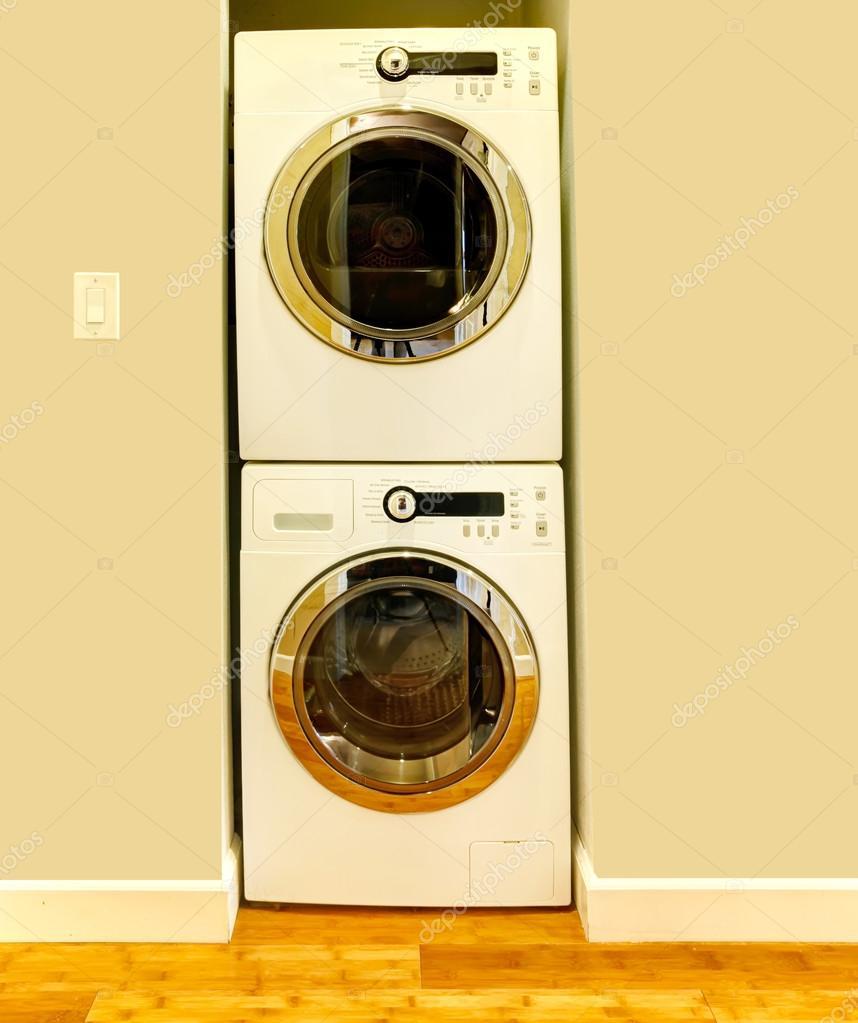 Nisch för tvättmaskin och torktumlare — stockfotografi © iriana88w ...