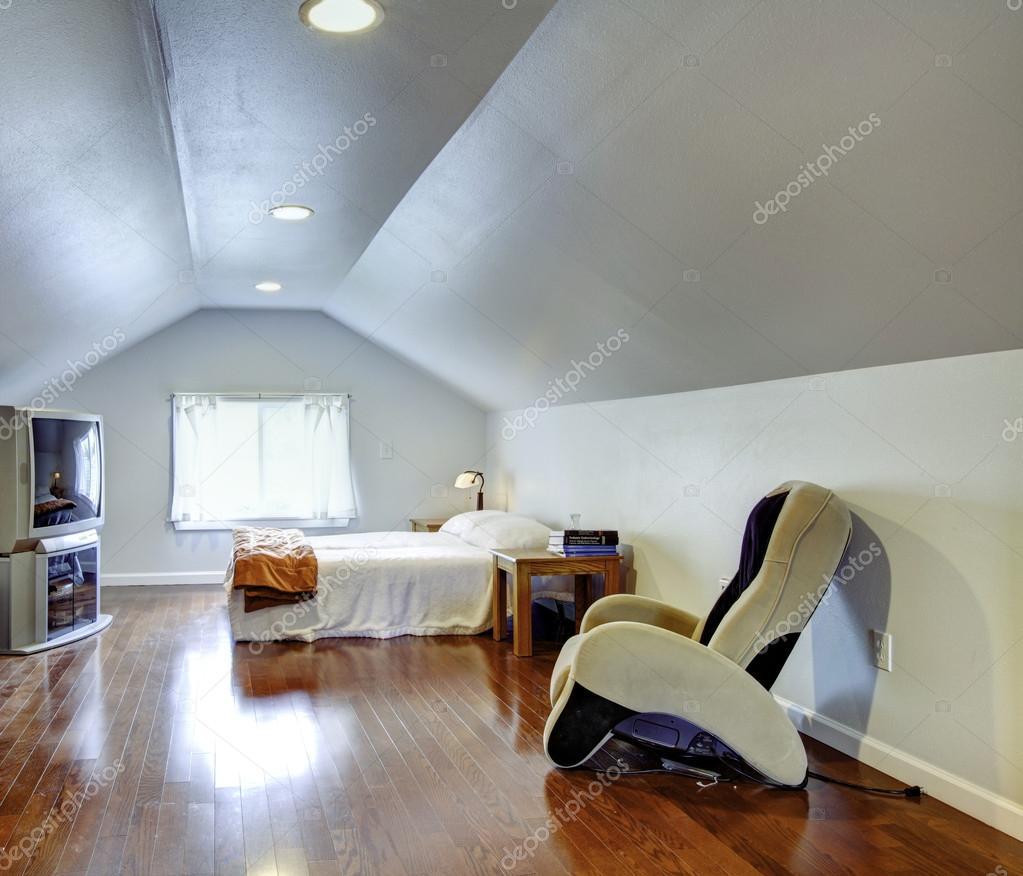 낮은 천장 침실 인테리어 디자인 아이디어 — 스톡 사진 ...