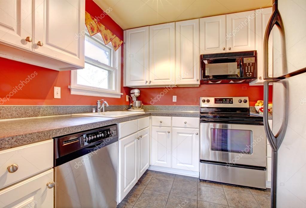 Keuken witte kleine - Keuken rode en grijze muur ...