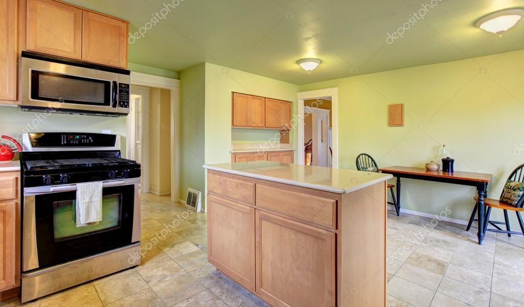 Menta cocina comedor con muebles marrón luz — Foto de stock ...
