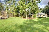 Beautiful green backyard — Stock Photo