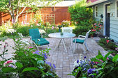 View of flower garden and backyard patio area — Stock Photo