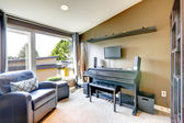 Room with piano and guitar — Stock fotografie