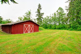 Barn on farm land — Stock Photo