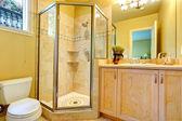 Bathroom with glass door shower — Stockfoto