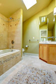 Bathroom with tile and stone trim — Стоковое фото