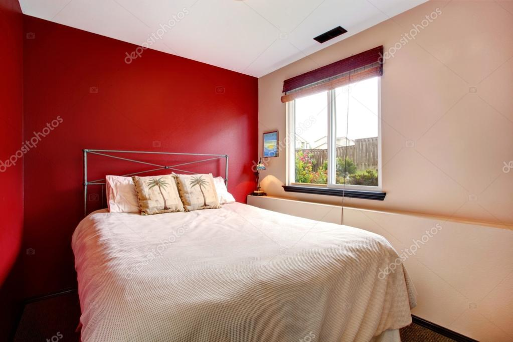 Camera Da Letto Rossa E Nera: Camere da letto bianche. Letto e cuscini ...