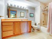 простой интерьер ванной — Стоковое фото