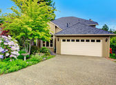 House exterior. Garage and driveway view — Stock Photo