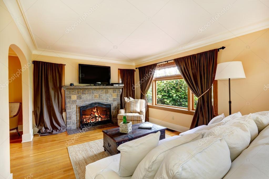 Arredo soggiorno moderno con camino idee per il design for Salotto con tv