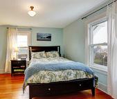 Bedroom with black furniture — Foto de Stock