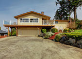 House exterior. View from drive way — Foto de Stock