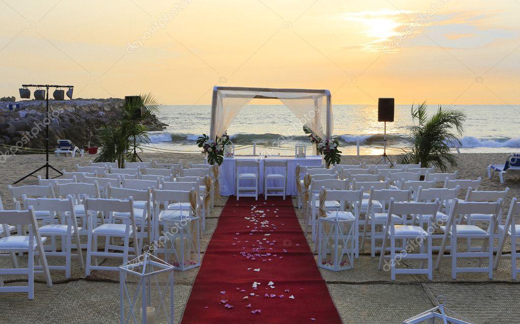 Decoração de cerimônia de casamento na praia — Fotografias de ...
