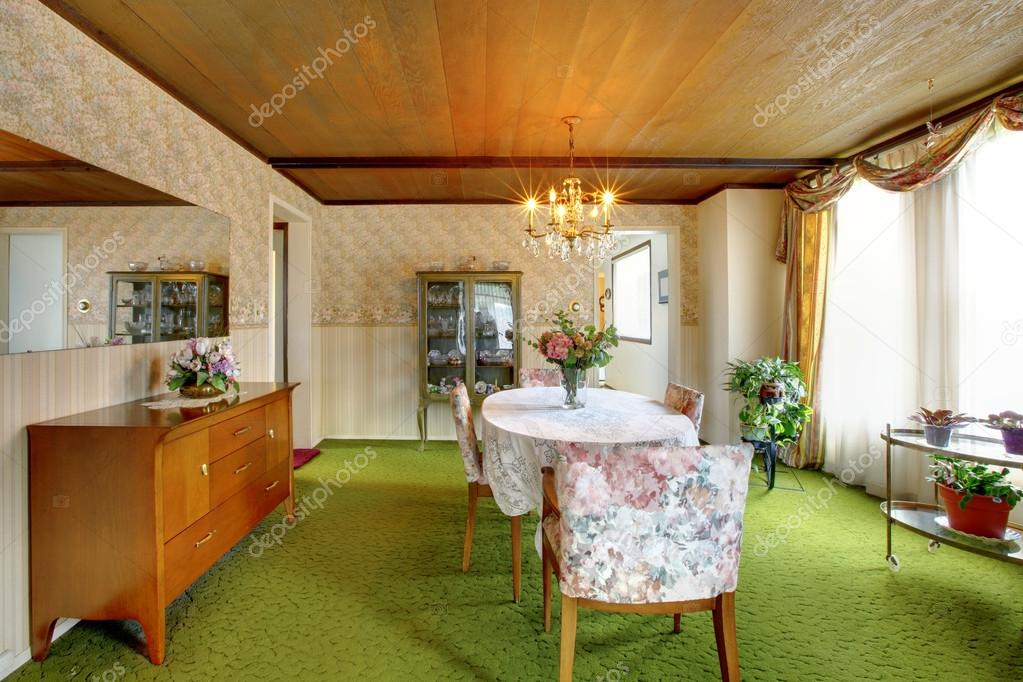 Oude ouderwetse huis interieur eetkamer stockfoto iriana88w 46903101 - Interieur houten huis ...