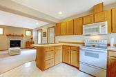 Haus Inteiror. Küche und Wohnzimmer — Stockfoto