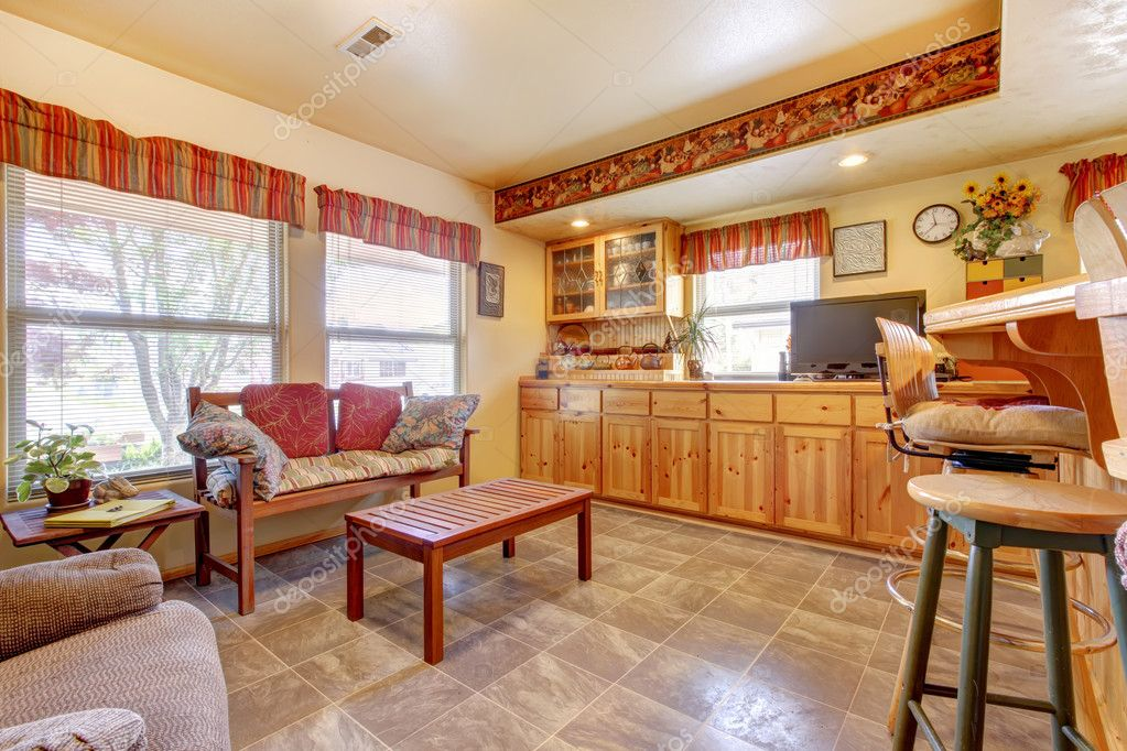 Huis interieur. open de plattegrond. keuken en eethoek — stockfoto ...