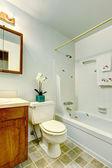 Simple bathroom interior — Stock Photo