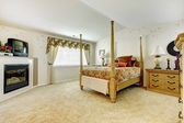 Bedroom with high pole bed — Stockfoto