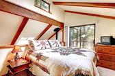 Slaapkamer interieur in lob cabine huis — Stockfoto