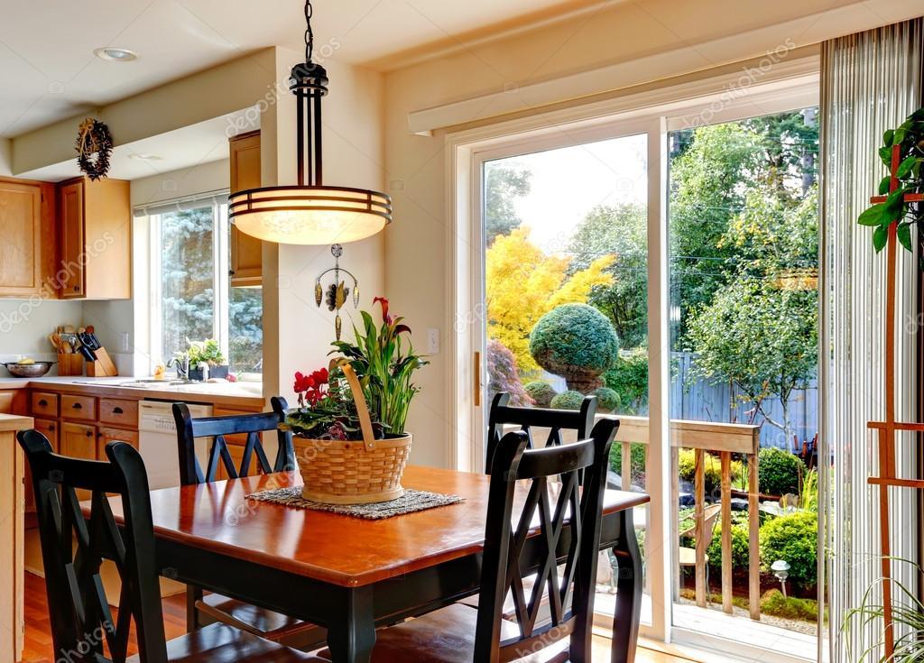 Sala cocina con comedor terraza área y huelga — Foto de stock ...