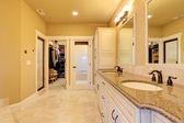 Spacious bathroom with walk-in closet — Stock Photo