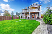 Luxury house exterior. Backyard view — Stock Photo