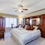 Luxury master bedroom interior — Stock Photo