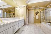 Spacious bathroom in luxury house — Stock Photo