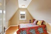 Velux przytulne wnętrza sypialni — Zdjęcie stockowe