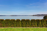Beautiful view of bay and trimmed hedges — Stock Photo