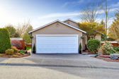 House exterior. View of garage and driveway — Stock Photo