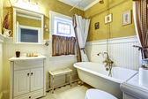 White and yellow antique bathroom interior — Stock Photo