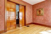 Empty room in bright red color with slide open door — Stock Photo