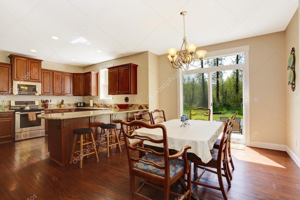 Sala amplia cocina con comedor terraza área y huelga — foto de ...