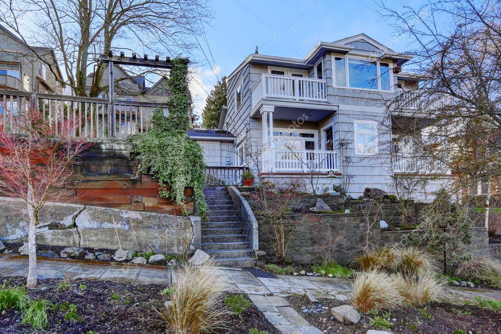 Esterno di casa vista del portico d 39 ingresso con scale - Ingresso casa esterno ...