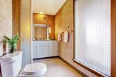 Büyük pencere ile banyo iç — Stok fotoğraf
