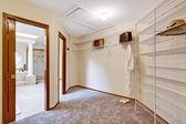 Espacioso walk-in closet inteior — Foto de Stock