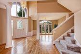 Lindo hall de entrada na casa de luxo — Fotografia Stock