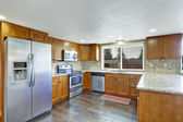 KItchen with granite tops and tile back splash trim — 图库照片