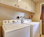 Waschküche mit ausgang zum garten — Stockfoto