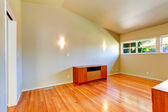 Emtpy house interior. Small room with vaulted ceiling — Stock Photo